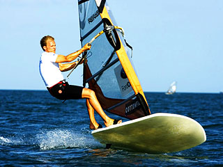 Formula Windsurfing - flying the fin